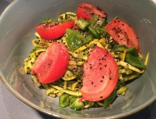 Nouilles de zucchini au pesto